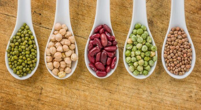 legumes-secos-sobre-colheres