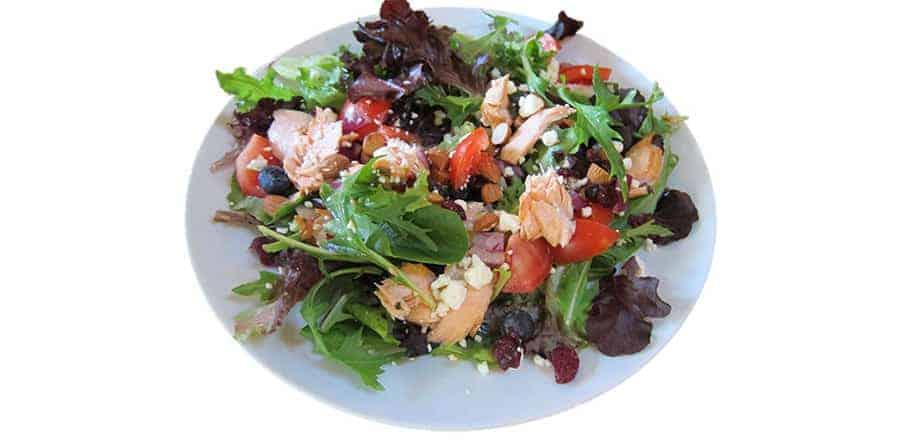 Salada de salmão e mirtilo