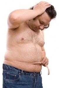 Homem que precisa de perder peso